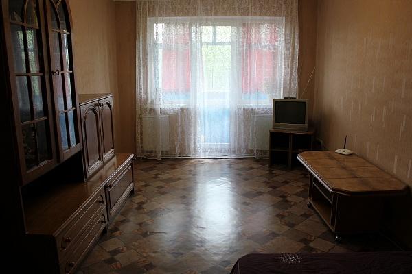 2-комнатная квартира посуточно в Луганске. Октябрьский  район, квартал Жукова, 20. Фото 1
