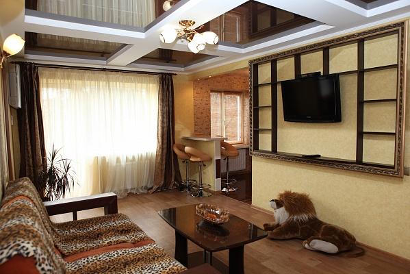 3-комнатная квартира посуточно в Черкассах. ул. Крещатик, 186. Фото 1