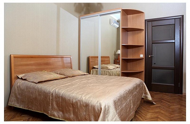 2-комнатная квартира посуточно в Киеве. Печерский район, ул.Крещатик. Фото 1
