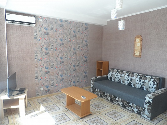 1-комнатная квартира посуточно в Черкассах. б-р Шевченко, 150. Фото 1