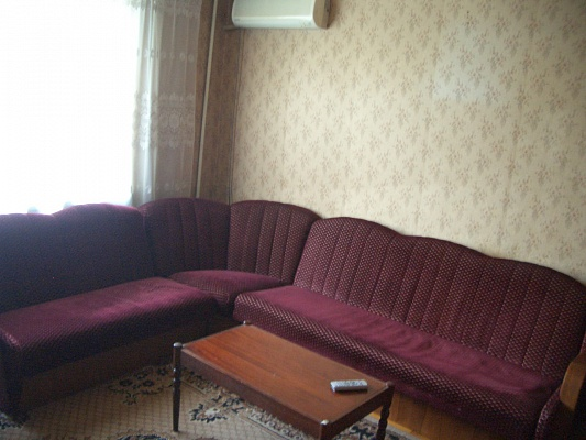 2-комнатная квартира посуточно в Мелитополе. ул. Кирова, 55. Фото 1