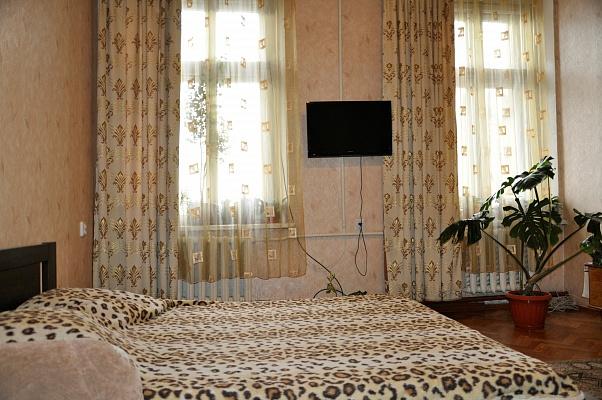 1-комнатная квартира посуточно в Одессе. Приморский район, пер. Катаева, 4. Фото 1
