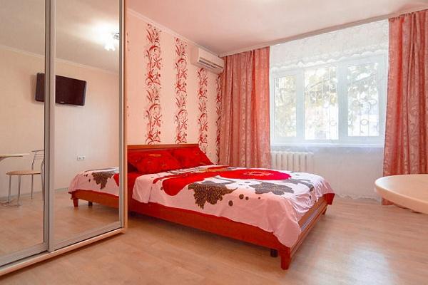 1-комнатная квартира посуточно в Одессе. Суворовский район, ул. Николаевская дорога, 295. Фото 1