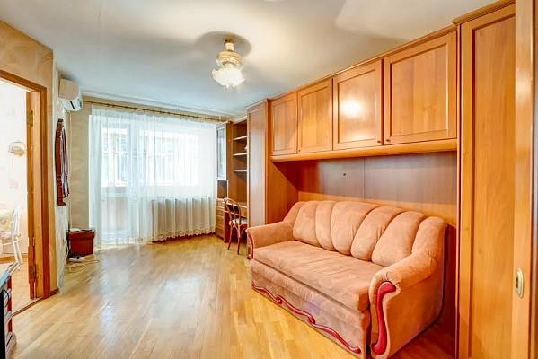 1-комнатная квартира посуточно в Одессе. Приморский район, ул. Романа Кармена, 8. Фото 1