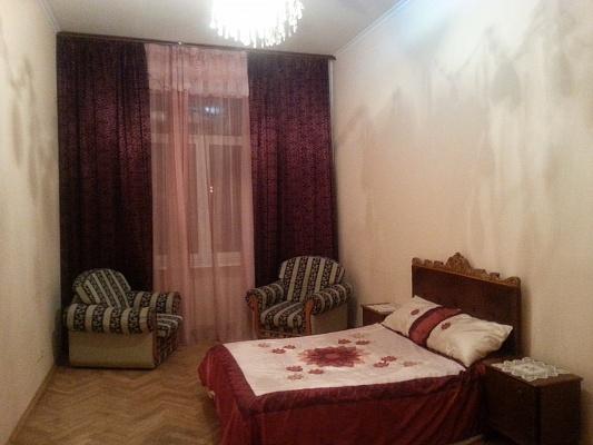 2-комнатная квартира посуточно в Львове. Галицкий район, пл. Святого Юра, 7. Фото 1