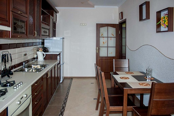 2-комнатная квартира посуточно в Трускавце. ул. Крушельницкая, 8. Фото 1