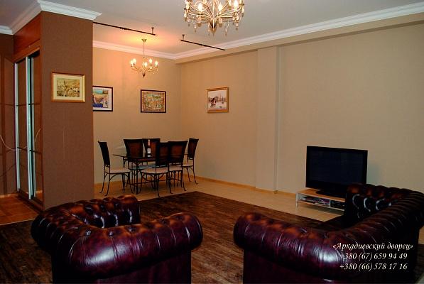 3-комнатная квартира посуточно в Одессе. Приморский район, ул. Гагаринское плато, 5. Фото 1