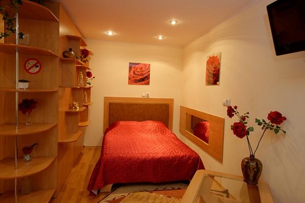 1-комнатная квартира посуточно в Херсоне. Днепровский район, пр-т Ушакова, 46. Фото 1