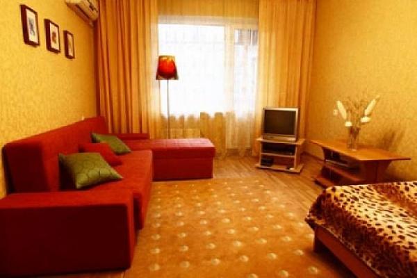 1-кімнатна квартира подобово в Алушті. вул. 50 років Жовтня, 3. Фото 1