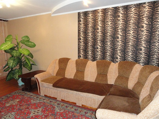 2-комнатная квартира посуточно в Орджоникидзе. ул. Центральна (Калинина), 43. Фото 1