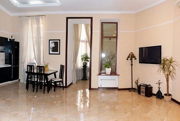 3-комнатная квартира посуточно в Одессе. Приморский район, ул. Екатериниская, 25. Фото 1