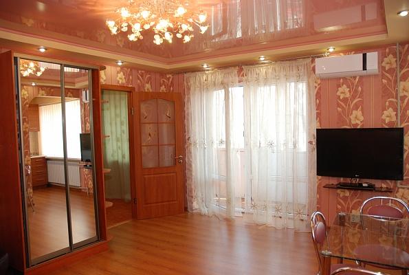 2-комнатная квартира посуточно в Донецке. Киевский район, ул. Университетская, 58. Фото 1