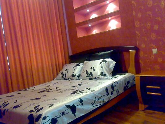 2-комнатная квартира посуточно в Днепропетровске. Кировский район, пр-т Кирова, 110. Фото 1
