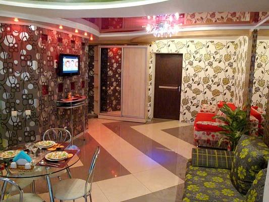 2-комнатная квартира посуточно в Херсоне. Суворовский район, ул. 40-лет Октября, 11. Фото 1