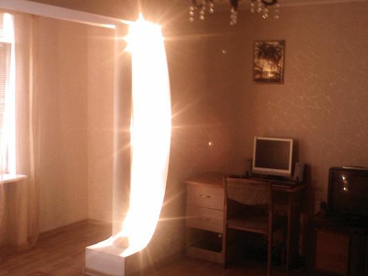 2-комнатная квартира посуточно в Бердянске. ул. Мазина, 25. Фото 1