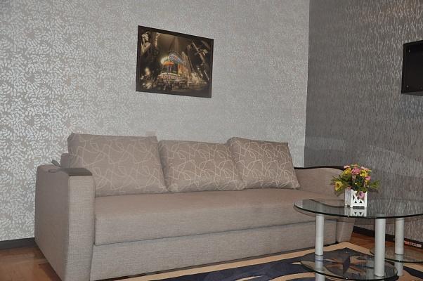 1-комнатная квартира посуточно в Мелитополе. ул. Героев Украины (Кирова), 45. Фото 1