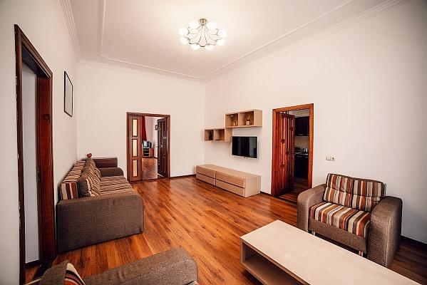 3-комнатная квартира посуточно в Львове. Галицкий район, ул. Костюшко, 5. Фото 1