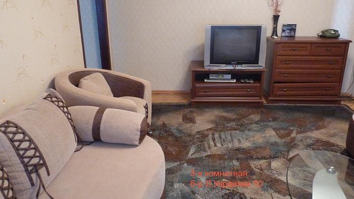 3-комнатная квартира посуточно в Киеве. Печерский район, б-р  Леси Украинки, 10. Фото 1