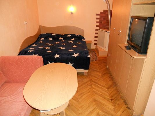 1-комнатная квартира посуточно в Львове. Галицкий район, ул. Дорошенко, 64. Фото 1