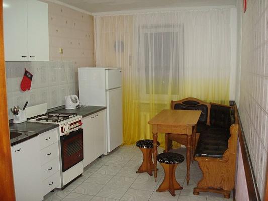 3-комнатная квартира посуточно в Кременчуге. ул. Троицкая (Красина), 78. Фото 1