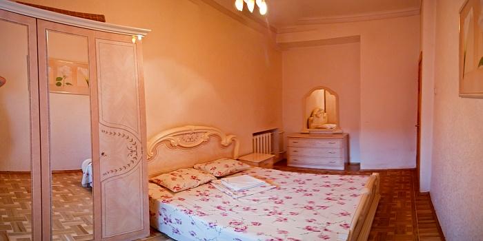 2-комнатная квартира посуточно в Харькове. Киевский район, ул. Мироносицкая, 61. Фото 1