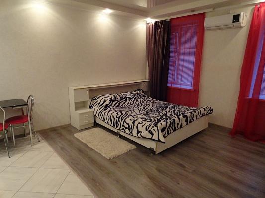 1-комнатная квартира посуточно в Луганске. Ленинский район, ул. Оборонная, 87. Фото 1