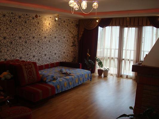 1-комнатная квартира посуточно в Алупке. ул. Красногвардейская, 36. Фото 1