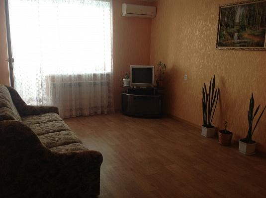 1-комнатная квартира посуточно в Черноморском. Южная, 15. Фото 1