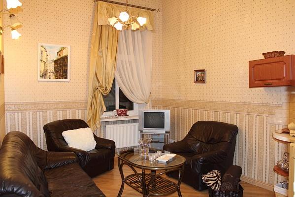 2-комнатная квартира посуточно в Львове. Галицкий район, ул. Ивана Федорова, 21. Фото 1