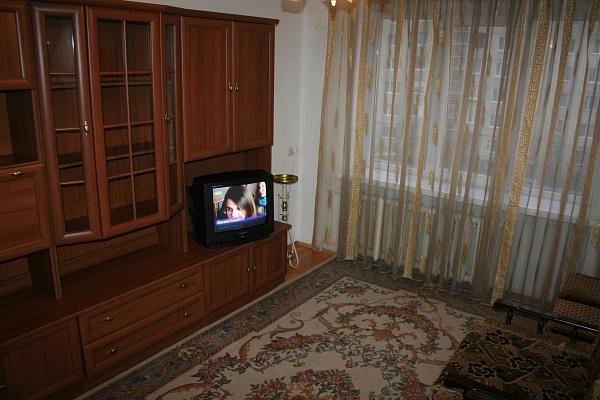 2-комнатная квартира посуточно в Луцке. ул. Воинов Интернационалистов, 2. Фото 1