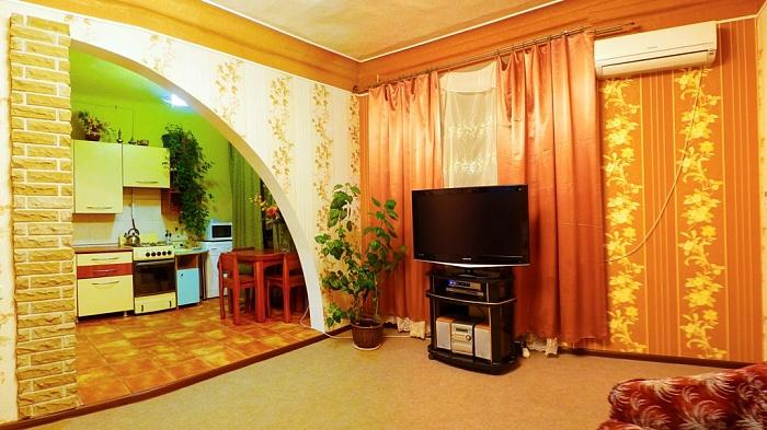 2-комнатная квартира посуточно в Харькове. Киевский район, пр-т Московский, 27. Фото 1