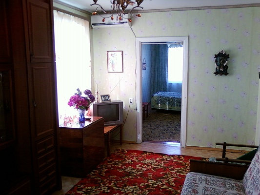 3-комнатная квартира посуточно в Керчи. ул. Орджоникидзе, 117. Фото 1
