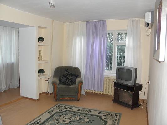 1-комнатная квартира посуточно в Днепропетровске. Октябрьский район, пр. Гагарина, 145. Фото 1
