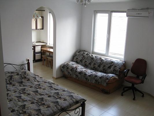 1-комнатная квартира посуточно в Симферополе. Железнодорожный район, пер. Вокзальный, 2. Фото 1