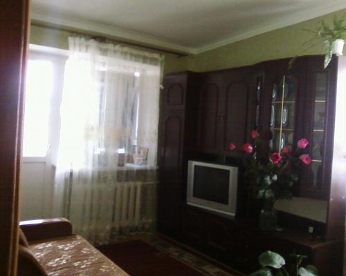 1-комнатная квартира посуточно в Ильичёвске. ул. Ленина, 29. Фото 1