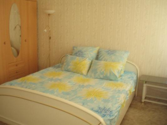 1-комнатная квартира посуточно в Днепропетровске. Кировский район, ул. Мостовая, 6а. Фото 1