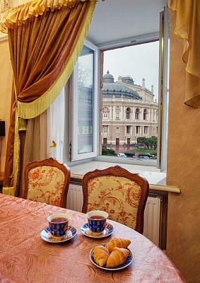 3-комнатная квартира посуточно в Одессе. Приморский район, ул. Дерибасовская, 10. Фото 1