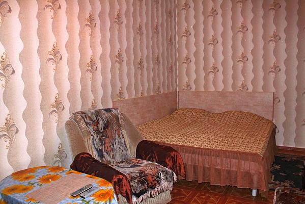1-комнатная квартира посуточно в Севастополе. Гагаринский район, ул. Октябрьская, 10. Фото 1