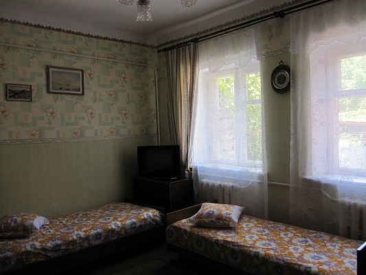 1-комнатная квартира посуточно в Евпатории. Ульянова, 7 кв2. Фото 1