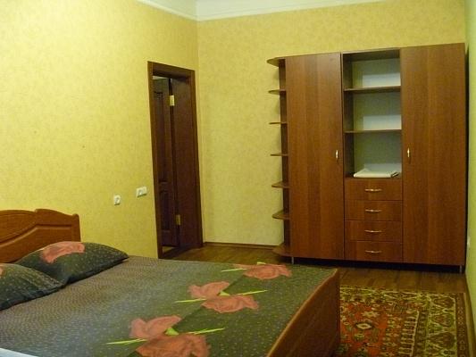 2-комнатная квартира посуточно в Днепропетровске. Кировский район, пр-т Пушкина, 41-А. Фото 1