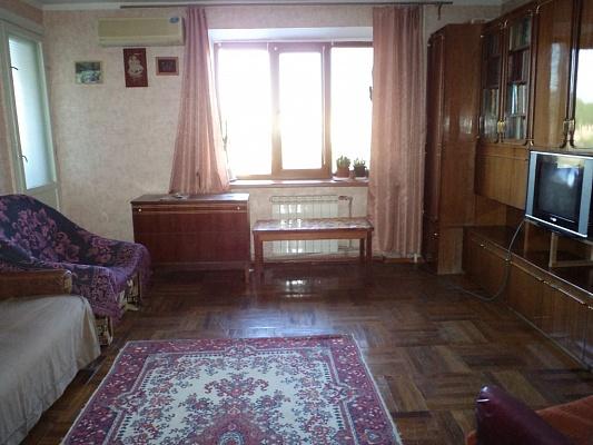 2-комнатная квартира посуточно в Бердянске. ул. К. Маркса, 51. Фото 1