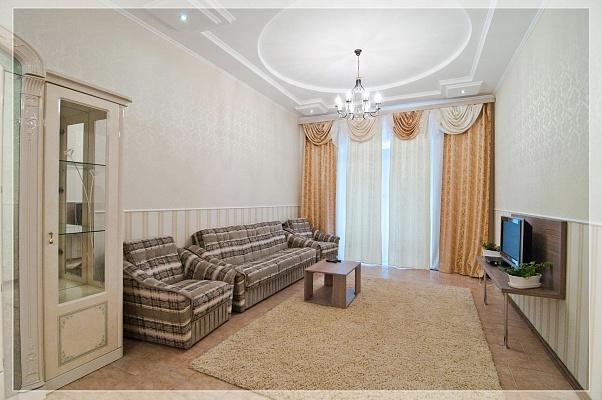 2-комнатная квартира посуточно в Харькове. Краснозаводской район, пл.Восстания, 2. Фото 1