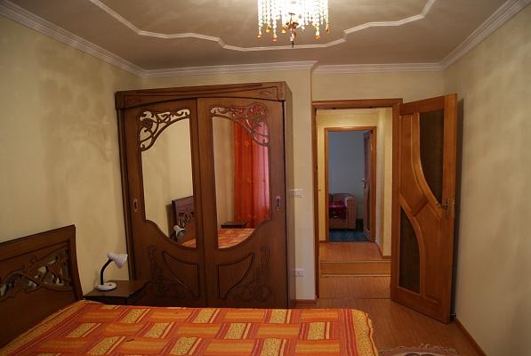 3-комнатная квартира посуточно в Трускавце. ул. В. Стуса, 1. Фото 1