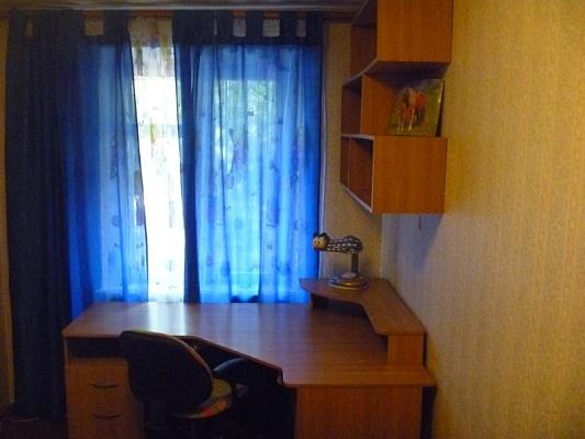 3-комнатная квартира посуточно в Днепропетровске. Октябрьский район, ул. Высоковольтная, 83. Фото 1