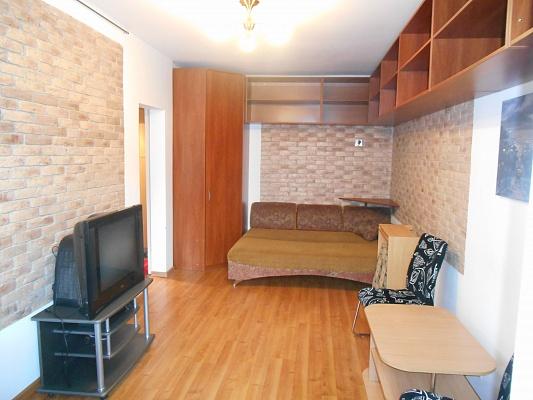 1-комнатная квартира посуточно в Чернигове. Новозаводской район, пр-т Мира, 12. Фото 1