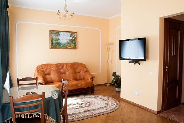 2-комнатная квартира посуточно в Львове. Галицкий район, ул. Дорошенка, 12. Фото 1