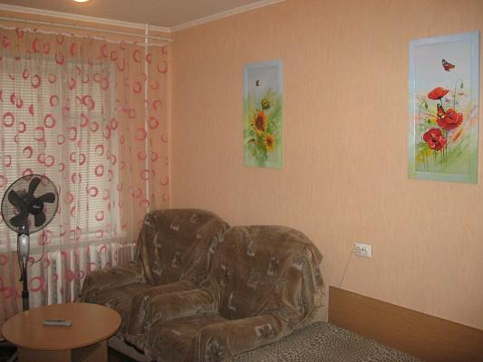 1-комнатная квартира посуточно в Ровно. ул. Макарова, 26. Фото 1