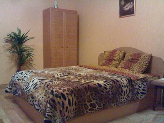 2-комнатная квартира посуточно в Мариуполе. ул.Казанцева, 27. Фото 1