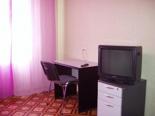 1-комнатная квартира посуточно в Ровно. ул. Юбилейная, 12. Фото 1