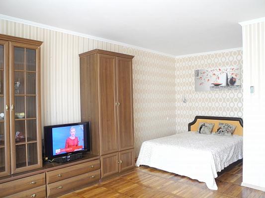 1-комнатная квартира посуточно в Бердянске. ул. Морская, 52. Фото 1
